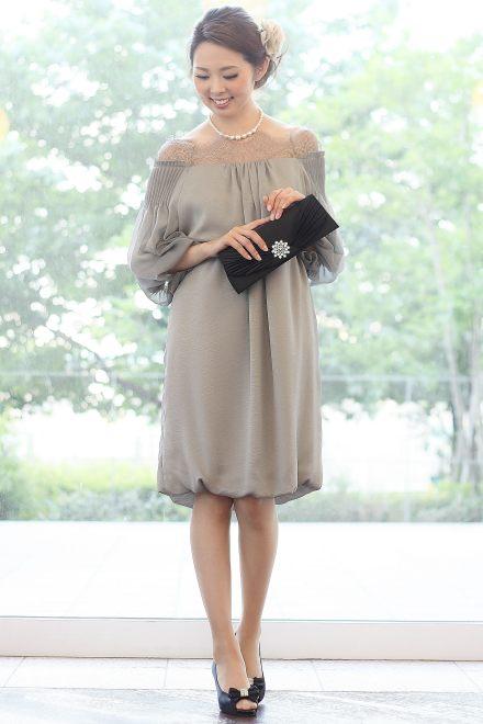 ドレスの裾がバルーンデザインになっていますが、そのほかは本当にシンプルなラインですので、上品にシンプルに、コーディネートをお楽しみください。
